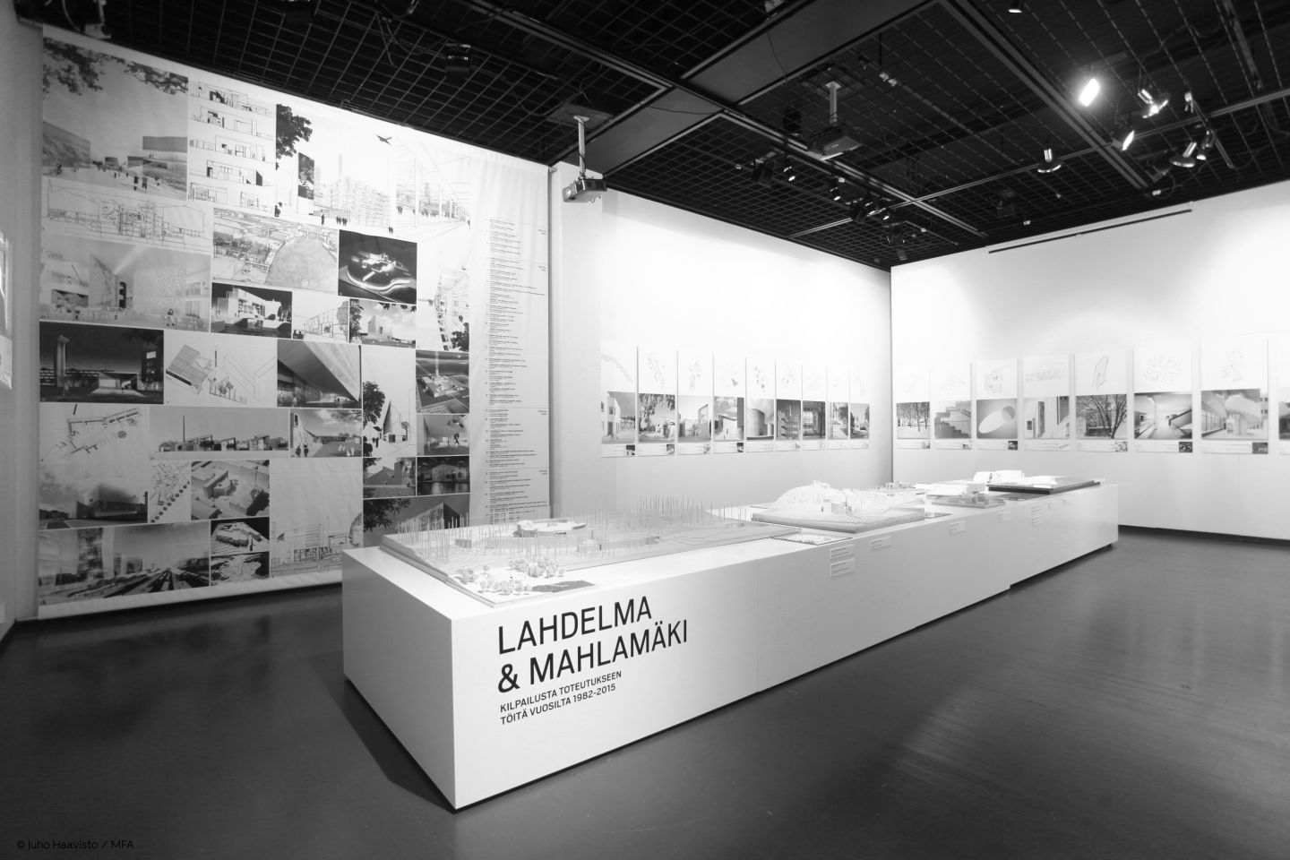 Exhibition Photo Bw With Credit